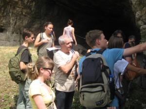 проф. Димитър Синьовски заедно със студентите
