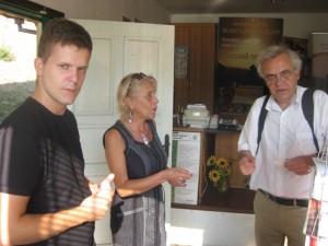 Гостите посетиха Туристическия информационен център в Белоградчик, където го посрещна Росица Еремиева.