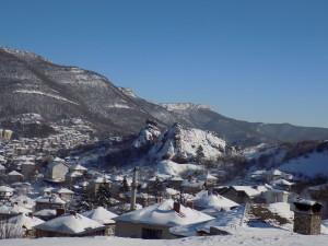 Изглед към града - вижда се и минарето на стара джамия