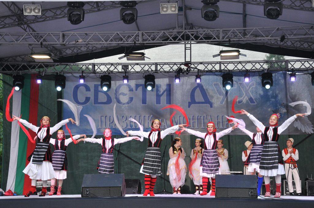 Групата за народни танци от Албания | снимка: Цветомир Цветков